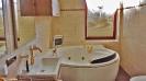Badezimmer mit Whirlpool_1